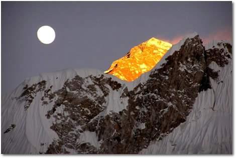 El Everest, la montaña más alta del mundo: nadie baja sin daño cerebral