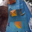 Los muros principales del Rocódromo. El azul es el más usado para las competencias. La cueva proporciona un techo bastante grande y con dificultades variables. Foto: Carlos Rangel