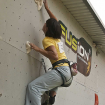 Una escaladora alcanza Top durante una competencia en Fusión. Foto: Carlos Rangel