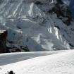 Diego durante nuestra caminata de reconocimiento al glaciar, en la cual llegamos hasta la base de la pared. Foto: Daniel Araiza.