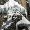 Los escaladores en el helero dentro de la pared del Jirishanca. Foto: Hans Hornberger