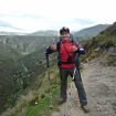 La planicie que se observa atrás de la imágen corresponde a la zona arqueológica de Huánuco marca. Aún nos quedaba bajar al valle que hay al medio. Foto: Sergio Ramírez Carrascal
