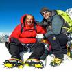 En la cima del Island Peak con Ricardo Liaño, su papá. Foto: David Liaño.