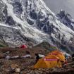 Estar bajo el K2 es estar en otro mundo. Montañas por todos lados.