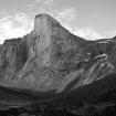 Frente al Monte Odín está el otro coloso, el Monte Thor, que también estará en el camino de Max. Foto: Wikimedia Commons
