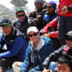 David durante la ceremonia de la Puja, rodeado de sherpas.  Foto: David Liaño